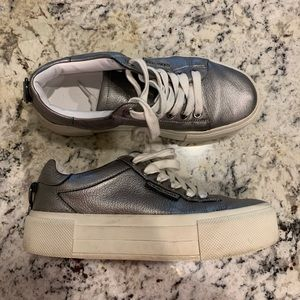 Kendall & Kylie Silver Platform Sneakers Shoes 6